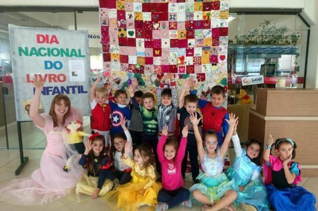 Garotada constrói colcha de retalhos em comemoração ao Dia do Livro infantil Larissa Rizzon/Divulgação