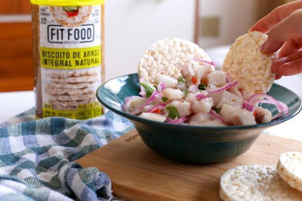 Prove ceviche com biscoito de arroz integral Fit Food/Divulgação
