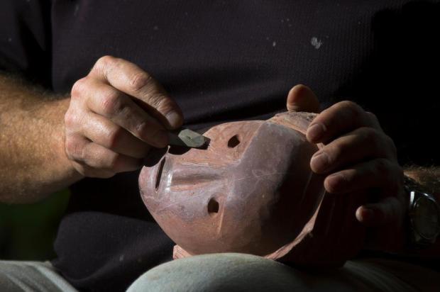 Rafael Iotti (especial): mãos trabalhando Elio Abe/Divulgação