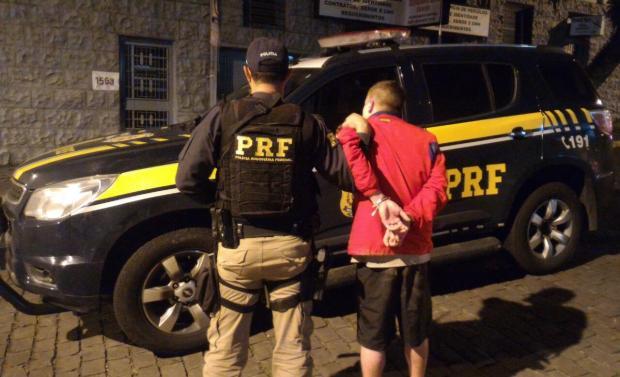 Passageiro de Uber é preso com arma de fogo em Caxias do Sul PRF / divulgação/divulgação