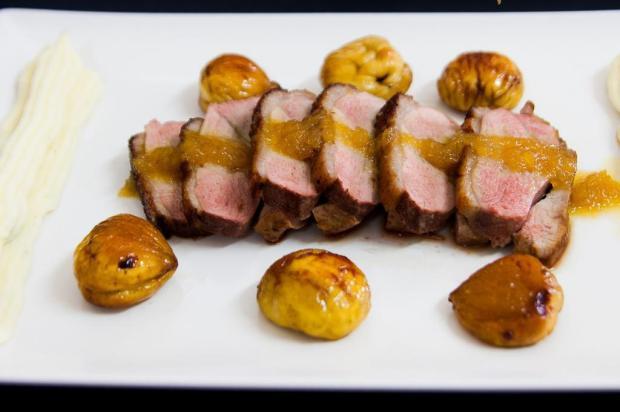 Faça magret de pato com castanhas e molho de laranja e jeropiga Sabor intenso/Divulgação