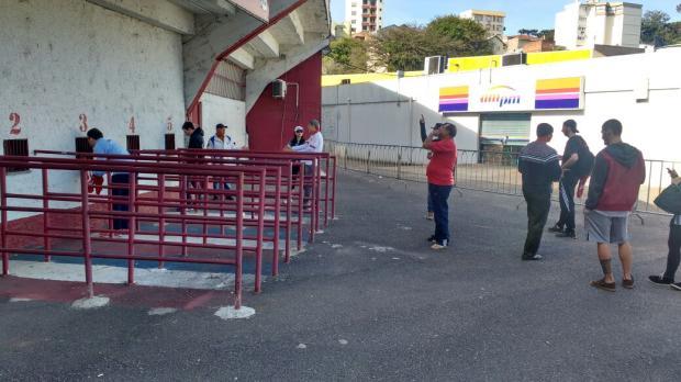 Nova carga de ingressos para Inter e Novo Hamburgo é colocada à venda a R$ 100 no Estádio Centenário Adão Júnior/Agência RBS