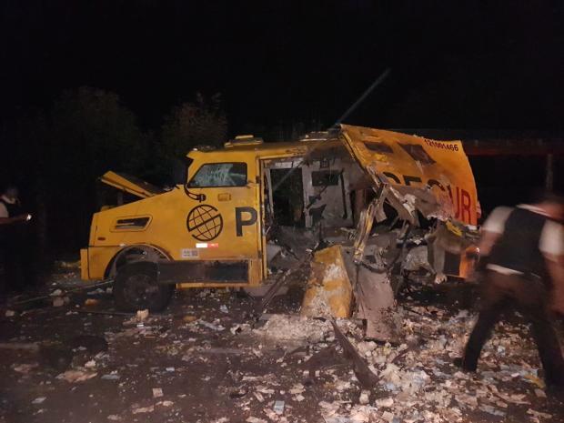Criminosos utilizaram fuzil AK-47 para assaltar carro-forte na Serra Polícia Rodoviária Federal / Divulgação/Divulgação