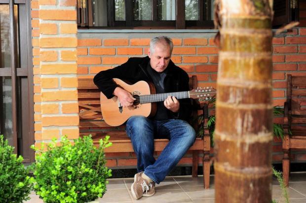 Um violeiro entre palavras: novo álbum do caxiense Valdir Verona celebra parceria com poeta do Sul do Estado Diogo Sallaberry/Agencia RBS