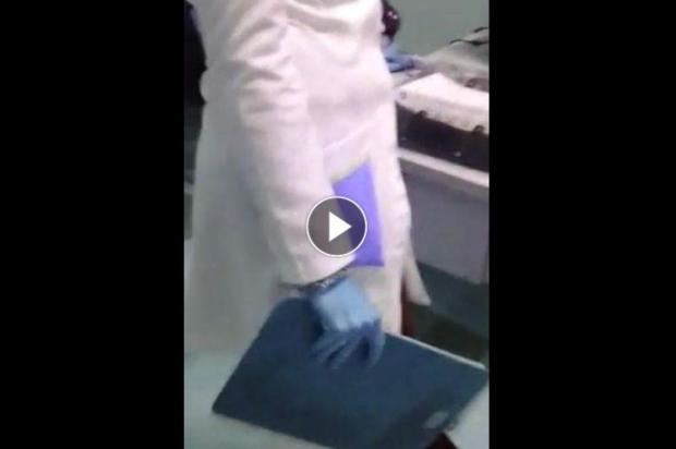 """Homem invade postão após demora e discute com médicos: """"Que coisa boa, sentadinhos aí conversando"""" Reprodução/Arquivo Pessoal"""