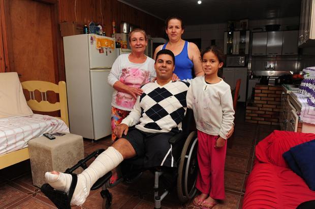 Vítimas de acidentes em Caxias têm dificuldades para manter a família e cuidar da saúde Roni Rigon / Agência RBS/Agência RBS