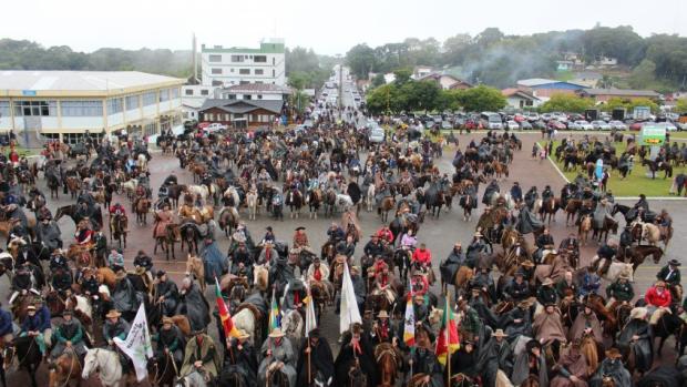 Pré-romarias de Caravaggio reúnem 800 cavalarianos e 400 jipeiros em Farroupilha Mariana ¿?vila / Divulgação/Divulgação