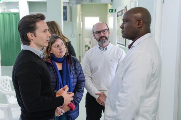 Prefeito visita UBSs no dia em que greve dos médicos completa um mês Petter Campagna Kunrath/Divulgação