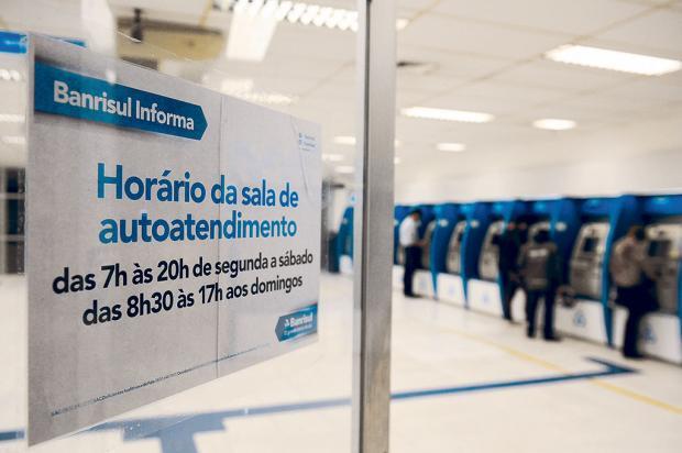 Aumento de assaltos faz Banrisul restringir horário de caixas eletrônicos Felipe Nyland / Agência RBS/Agência RBS