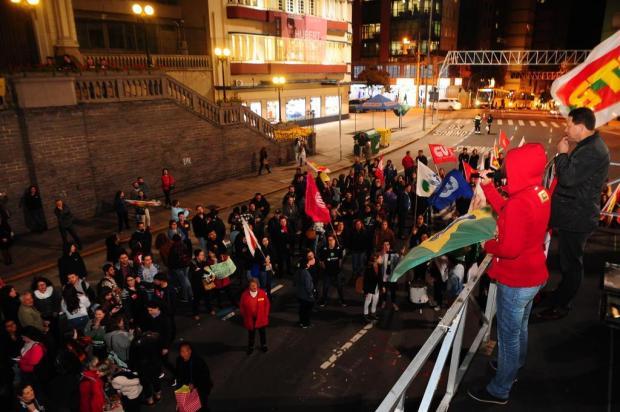 Manifestantes pedem a saída de Temer Porthus Junior/Agencia RBS