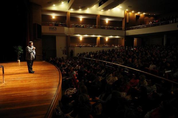 A voz da filosofia pop: acompanhamos uma palestra de Mario Sérgio Cortella em Caxias Felipe Nyland/Agencia RBS