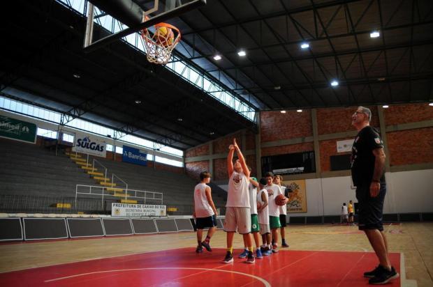 Técnico e ex-jogador Mirko Milicevic ministra clínica de basquete em Caxias do Sul Marcelo Casagrande/Agencia RBS