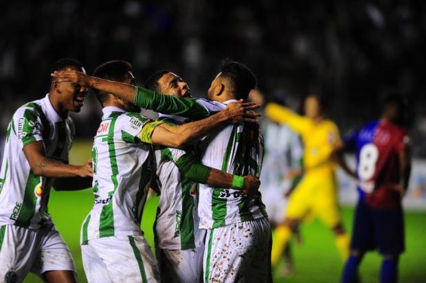 Juventude busca outra virada no final, bate o Paraná por 2 a 1 no Alfredo Jaconi e ingressa no G-4 Porthus Junior/Agencia RBS