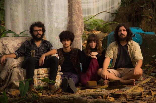 3por4: My Magical Glowing Lens faz show em Caxias, sábado Bárbara Carnielli e Felipe Amarelo/Divulgação