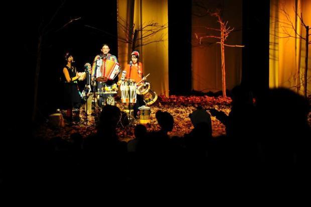 Teatro lotado para ouvir histórias Marcelo Casagrande/Agencia RBS