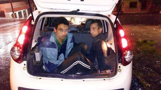 Dupla é presa com motocicleta furtada em Farroupilha Brigada Militar / divulgação/divulgação