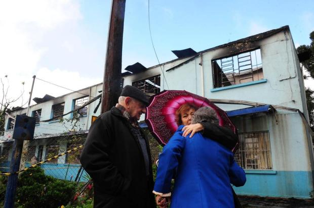 """""""Fui salva por Deus"""", diz irmã que morava no asilo que pegou fogo em Vacaria Roni Rigon/Agencia RBS"""