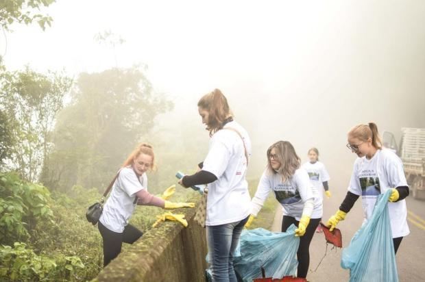Estudantes se mobilizam para remover lixo da ERS-448, em Nova Roma do Sul Júnior Lodi/Divulgação