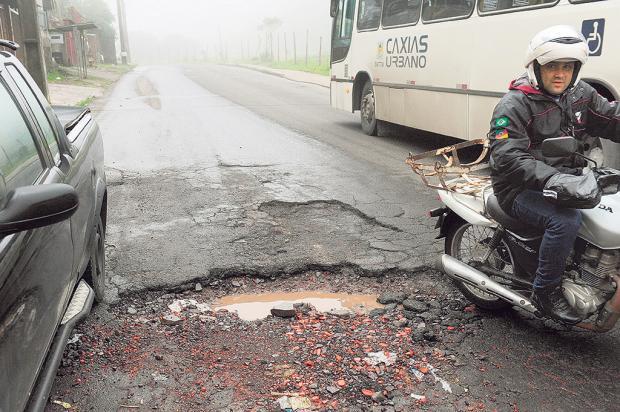 Ruas de Caxias do Sul estão com cerca de três mil buracos Roni Rigon / Agência RBS/Agência RBS