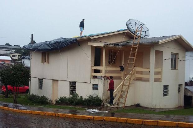 Entre 200 a 300 casas são danificadas pelo temporal em Veranópolis Leandro Galante / Divulgação/Divulgação