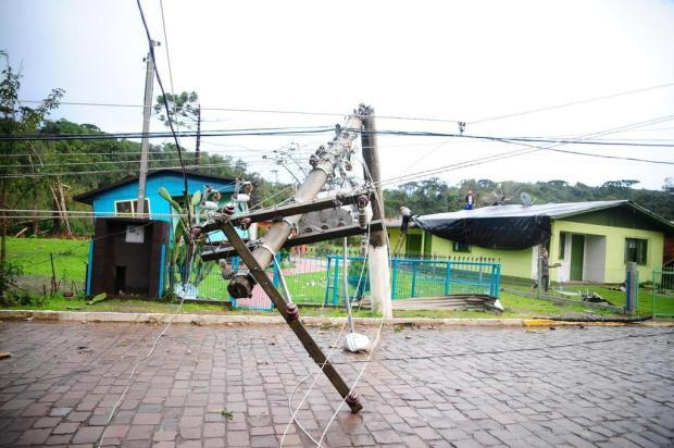 Não há consenso se estragos em Vila Oliva foram causados por tornado ou rajada de vento Marcelo Casagrande/Agencia RBS