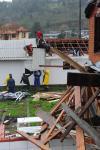 Um dia após temporal em Vila Oliva, interior de Caxias do Sul, servidores e voluntários trabalham para reerguer o distrito.