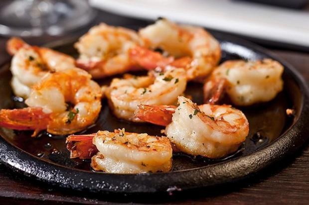 Prepare camarão no azeite para o dia dos namorados Sassá Sushi/Divulgação