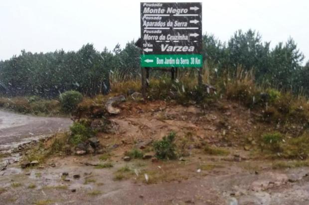 Neve granular é registrada em São José dos Ausentes nesta sexta Alexandre Pereira,Divulgação/Reprodução RBSTV