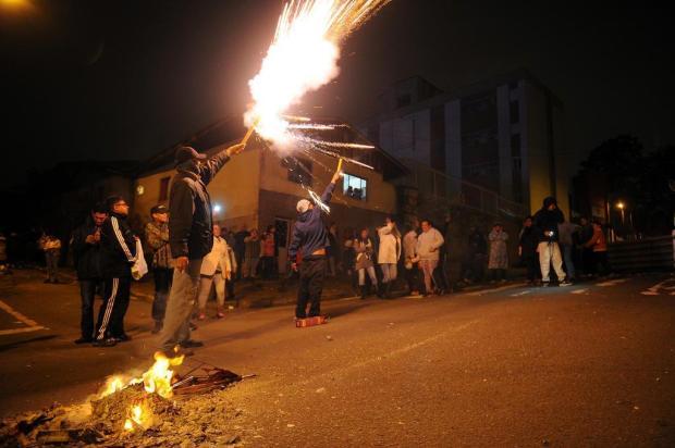 Protestos em bairros de Caxias dificultam acesso de RGE para restabelecimento de energia Felipe Nyland/Agencia RBS