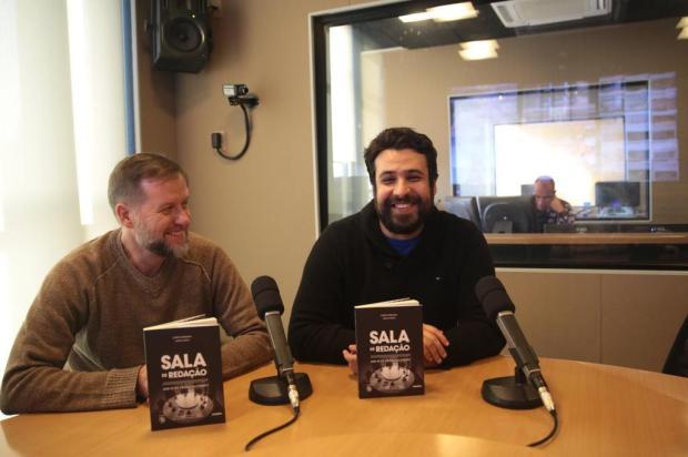 Grabauska e Maicá autografam o livro do Sala de Redação nesta quarta-feira em Caxias do Sul André Ávila/Agencia RBS