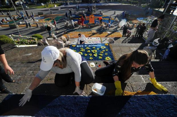 Missas, procissões e exposição de tapetes mobilizam fiéis na Serra Felipe Nyland/Agencia RBS