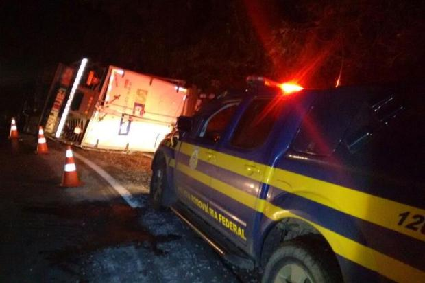 Homem morre após caminhão tombar na BR-470, em Bento Gonçalves PRF/Divulgação