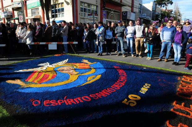 Montagem da base para os tapetes de Corpus Christi altera o trânsito em Flores da Cunha Roni Rigon/Agencia RBS