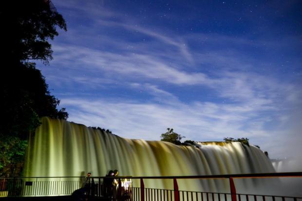 Passeio noturno nas Cataratas do Iguaçu é opção para quem quer ver as quedas d'águas de outra forma Marcos/Labanca