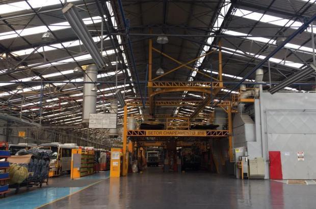 Toques de sirenes em fábricas da Marcopolo marcam fim do velório de Paulo Bellini Mauricio Tonetto/Agencia RBS