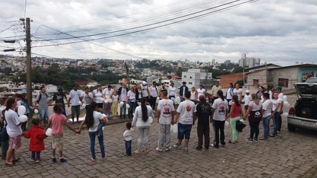 Familiares prestam homenagem a vítimas de chacina em Caxias do Sul Alana Fernandes/