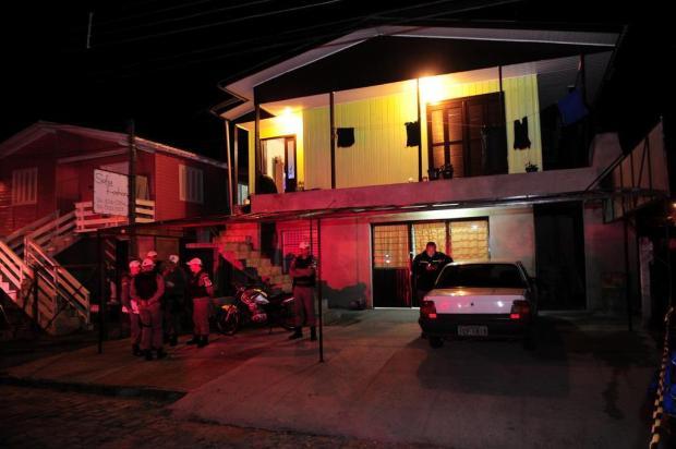 Polícia investiga se homem preso com armas teve participação em duplo assassinato em Caxias do Sul Porthus Junior/Agencia RBS