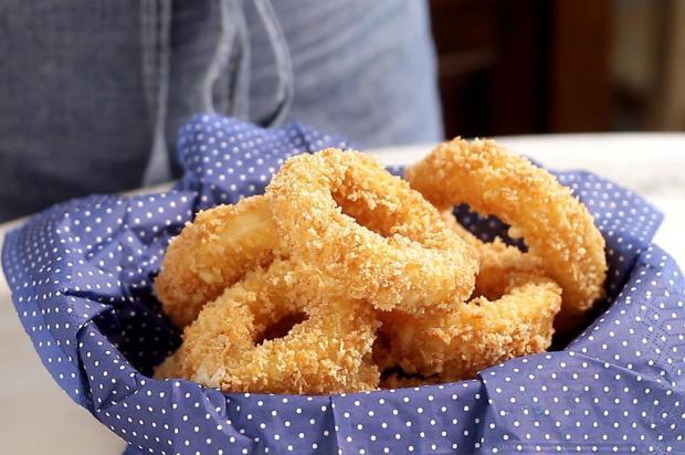 Sirva anéis de cebola com queijo Tastemade/Divulgação