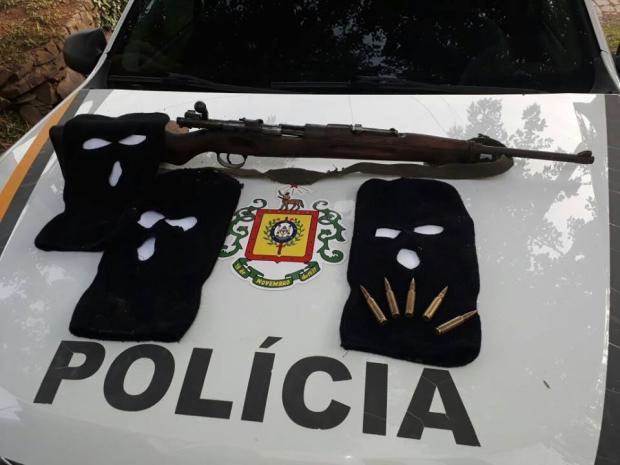 BM apreende fuzil e carro clonado em Bento Gonçalves Brigada Militar / Divulgação /Divulgação