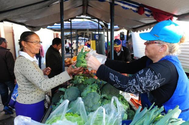 Sacolas de frutas e verduras a R$ 2 em feiras de Caxias do Sul Roni Rigon/Agencia RBS