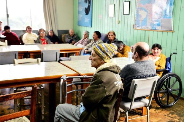 Moradores de asilo destruído pelo fogo em Vacaria são transferidos para novo abrigo Artur Alexandre/Especial