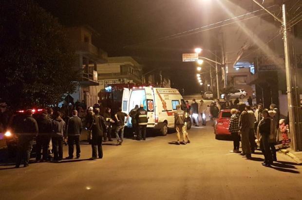 Três pessoas ficam feridas após veículo colidir com árvore em Flores da Cunha Maicom Cesar Bandiera/Divulgação