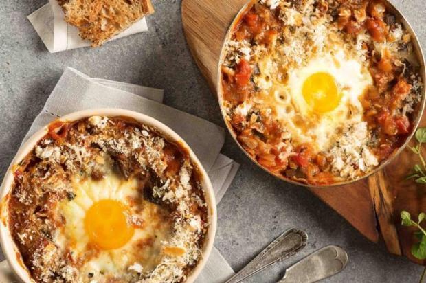 Sirva caçarolinha de ovo com tomate e berinjela Nestlé/Divulgação