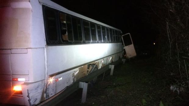Motorista perde o controle, passageiros de ônibus se jogam para fora e ficam feridos em São Marcos Polícia Rodoviária Federal / Divulgação/Divulgação