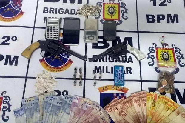 Dois jovens são flagrados com armas e drogas pela Brigada Militar de Caxias do Sul Brigada Militar/Divulgação