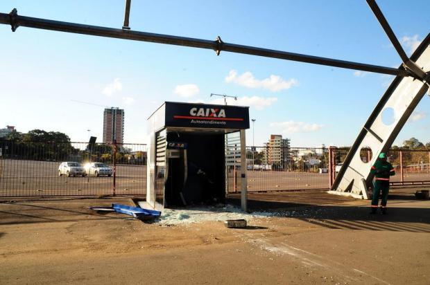 Criminosos ignoram presença de guardas municipais para furtar caixa eletrônico em Caxias do Sul Marcelo Casagrande/Agencia RBS