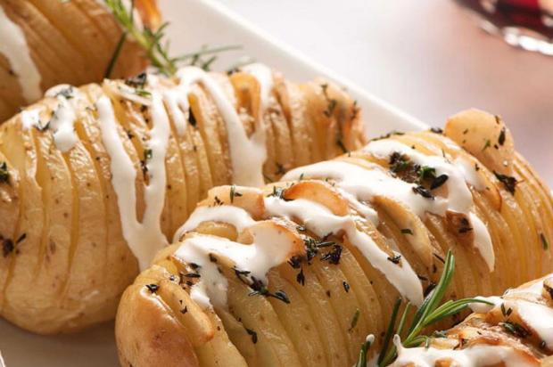 Experimente batatas laminadas com azeite aromatizado Nestlé/Divulgação