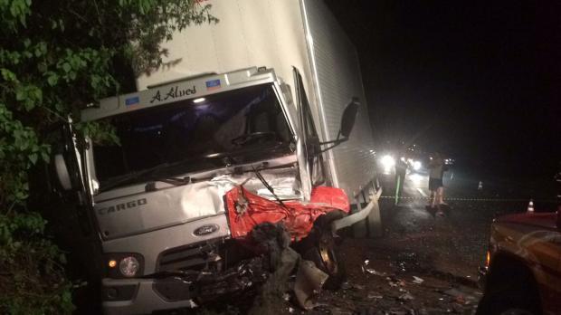 Acidente entre carro e caminhão deixa dois mortos na ERS-446, em Carlos Barbosa Altamir Oliveira / Rádio Estação FM/Rádio Estação FM