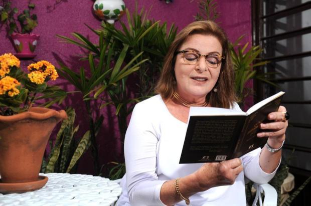 """Rejane Romani Rech autografa neste sábado, em Caxias do Sul, o livro """"Quase Autobiografia"""" Diogo Sallaberry/Agencia RBS"""