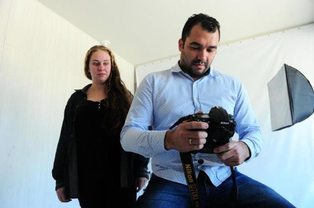 Ladrão rouba câmeras de fotógrafo durante ensaio de casamento de policial em Caxias do Sul Porthus Junior/Agencia RBS